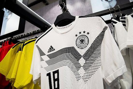 德国队球衣。图片来源:视觉中国